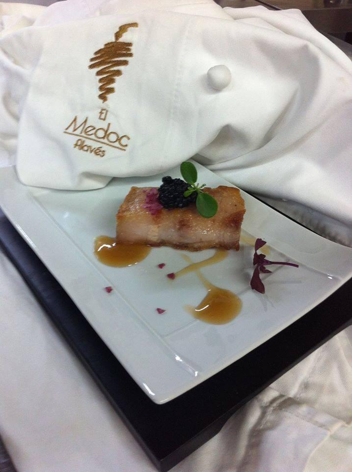 Pintxo de papada de cerdo de caserío, huevas de arenque, sal de Añana y vino de Rioja Alavesa